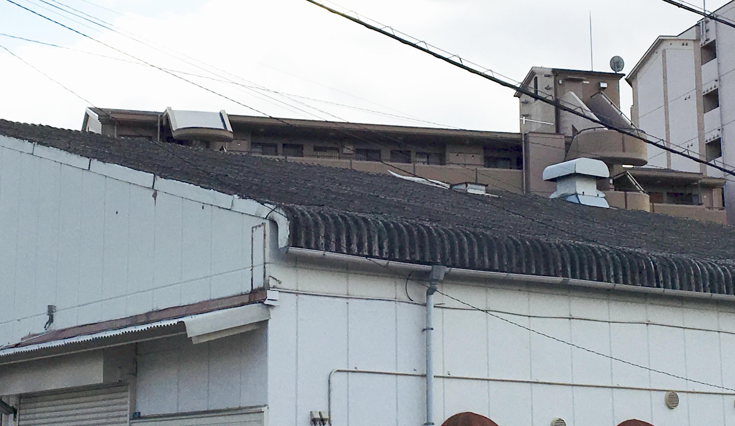 【大波スレート屋根】2つリフォーム方法とその特徴