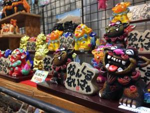 沖縄と言えばシーサー。シーサーは家の守り神なんです。魔除けの意味合いがあります。